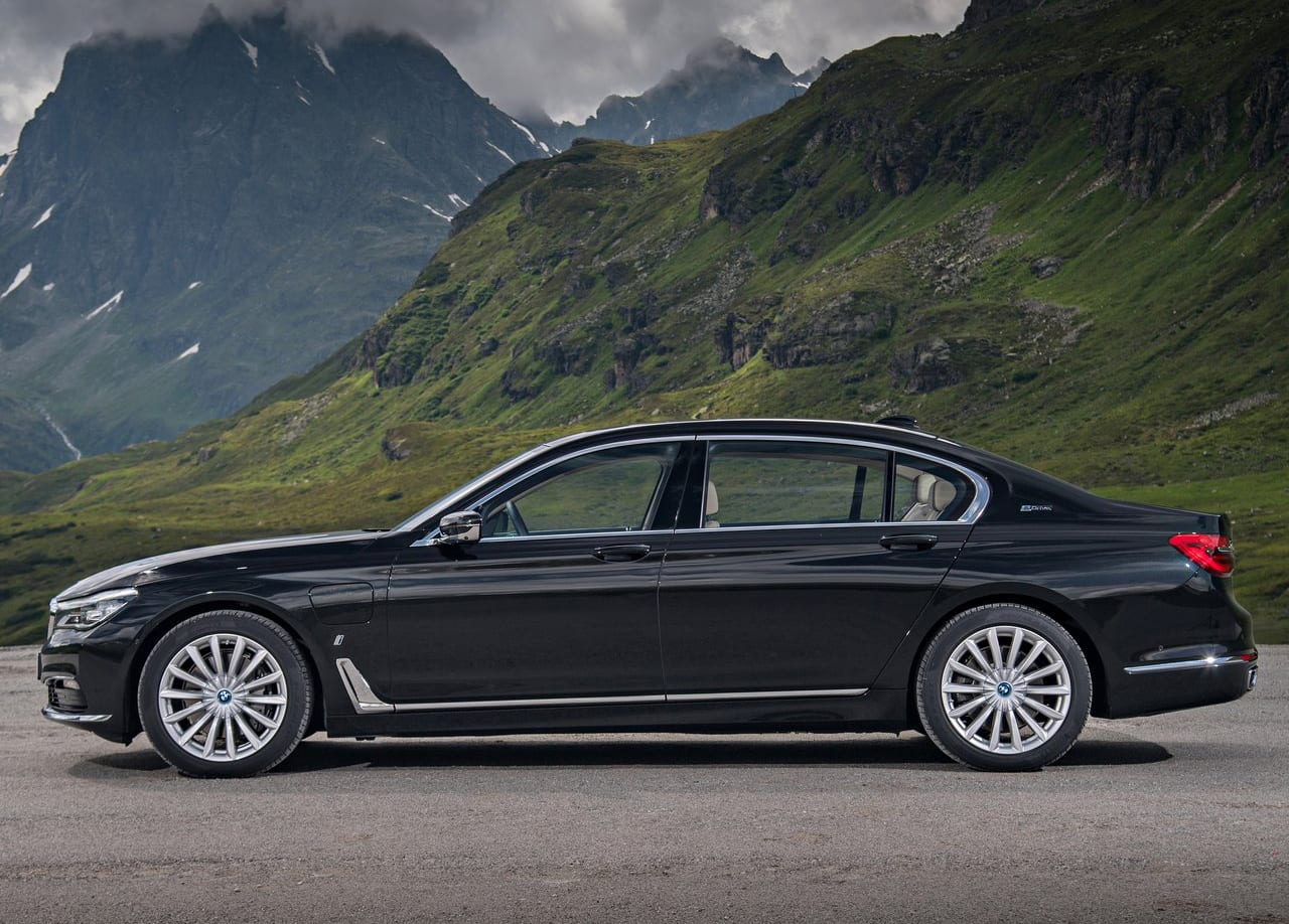 BMW 740e Exterior