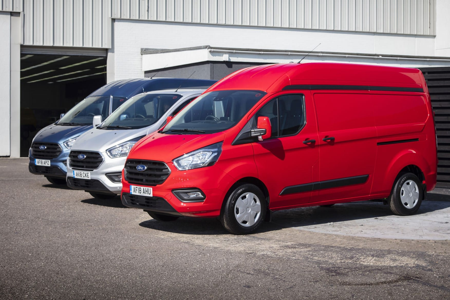 ford transit custom plug in hybrid to be tested in germany. Black Bedroom Furniture Sets. Home Design Ideas