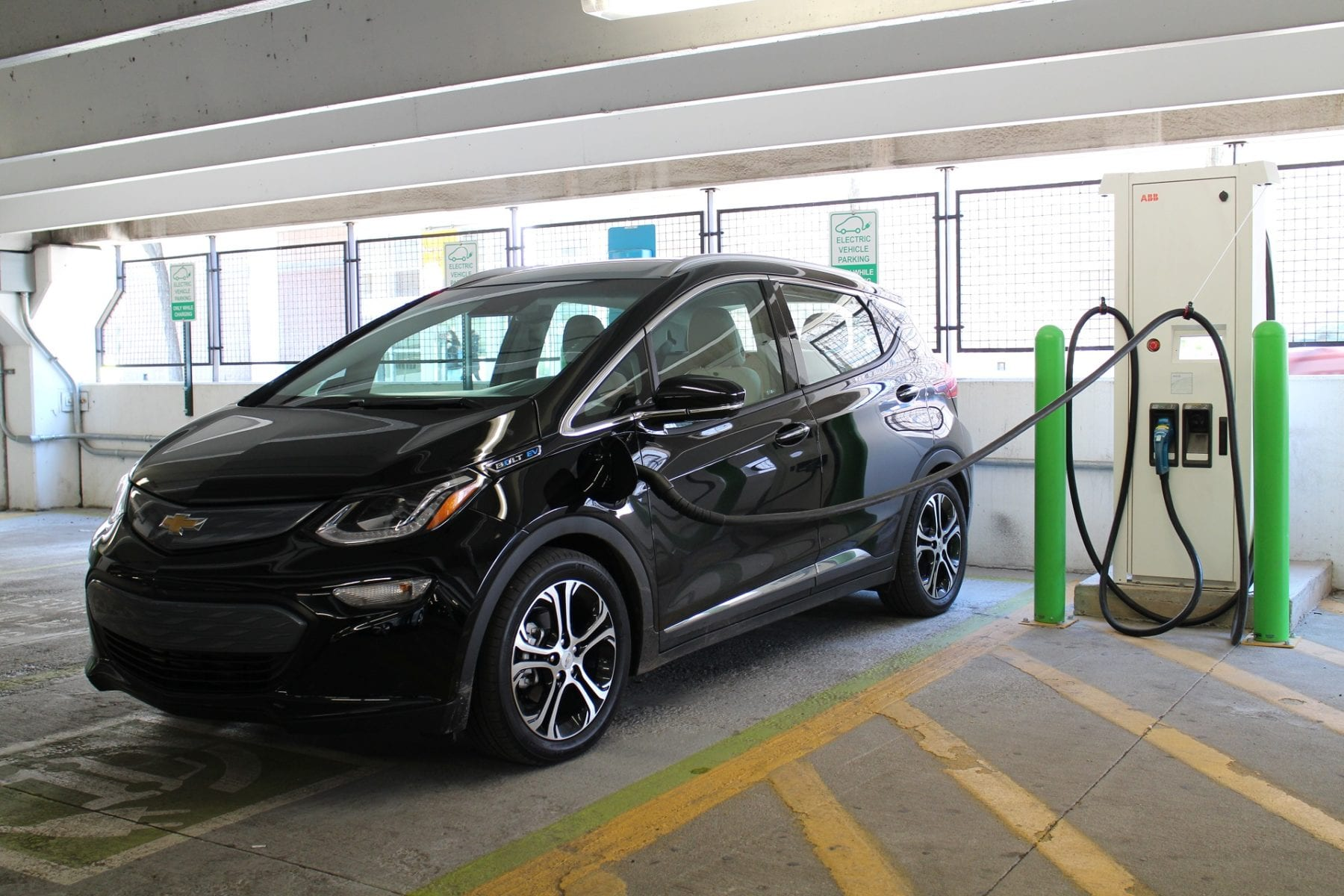 Beverly Hills Lifts Plug In Hybrid Vehicles Charging Station Ban