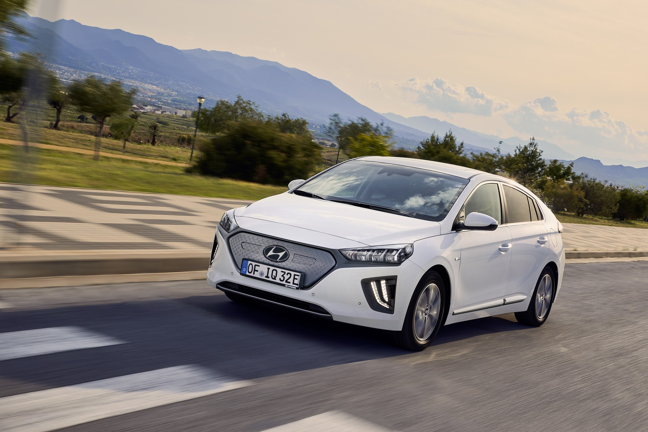 Hyundai Had An Interesting Strategy With Their Ioniq Program Giving Three Electric Options Built On The Same Car Hybrid Plug In Full