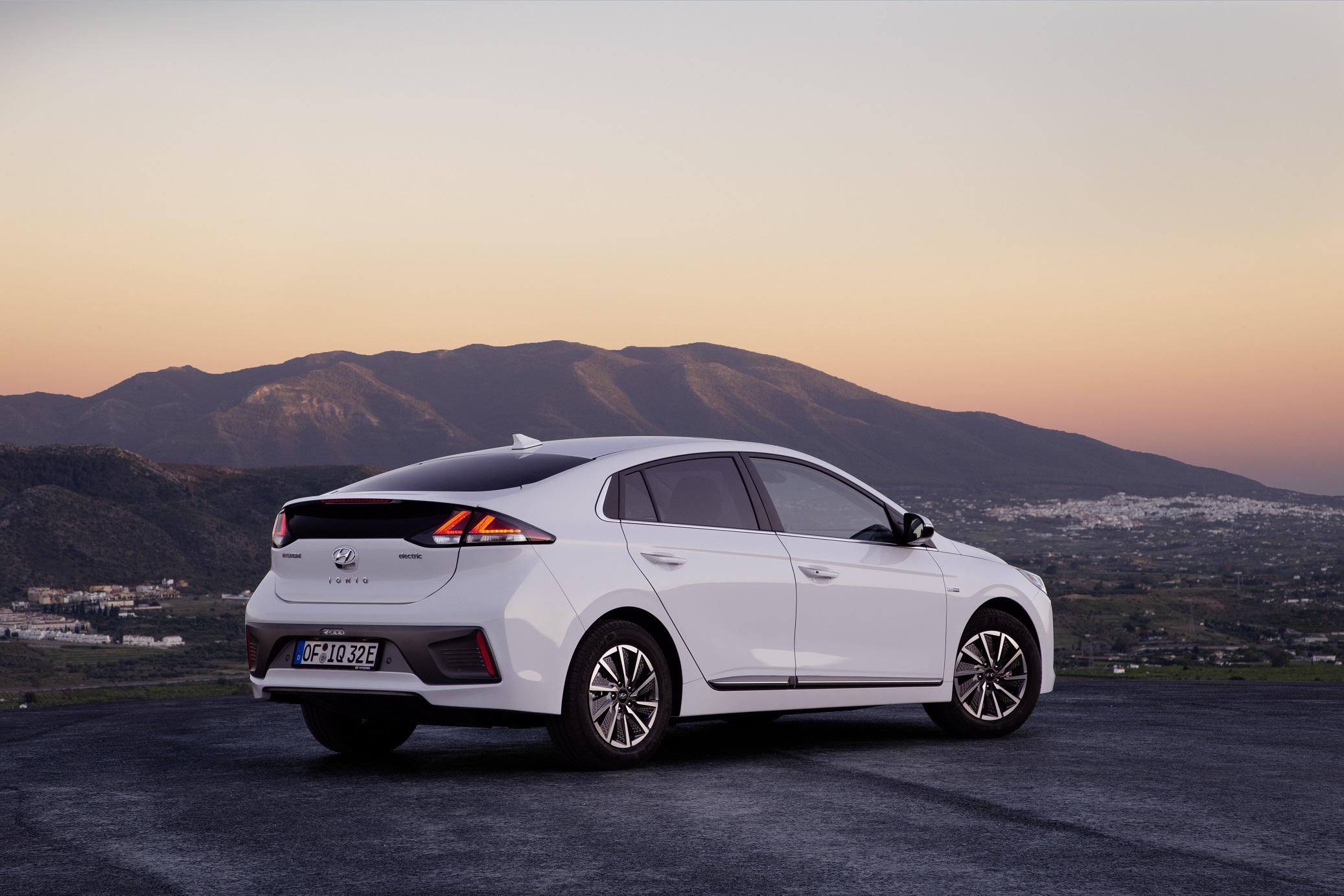 2020 Hyundai Ioniq Electric Gets Larger Battery 182 Mile Range Evbite